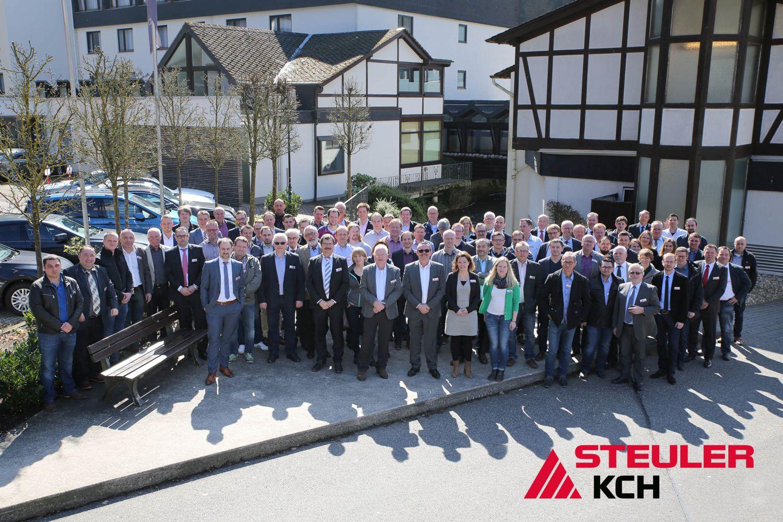 Gruppenbild der Teilnehmer der 2. Korrosionsschutzveranstaltung der STEULER-KCH