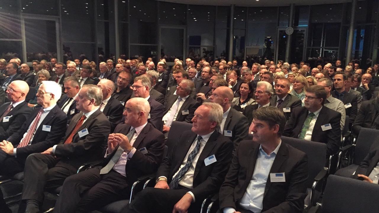 Über dreihundert geladene Gäste aus Politik und Wirtschaft bildeten den feierlichen Rahmen der Preisverleihung. (Fotos: Unternehmerverband)
