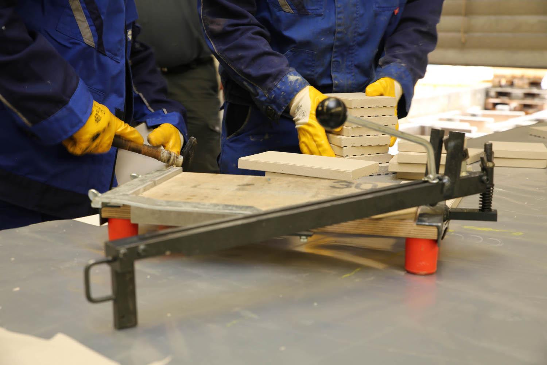 Ausbaufacharbeiter arbeiten im Team und erlangen während der Ausbildung umfangreiches handwerkliches Geschick und Know-how.
