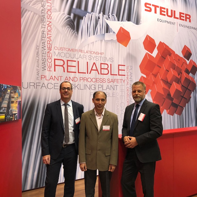 Jörg Kurth, Dinesh Manocha und Lars Hümmeler auf der Wire 2018 in Düsseldorf.