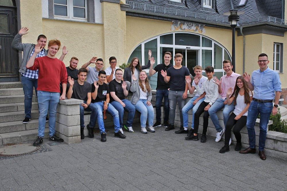 In diesem Jahr konnte die Steuler-Gruppe gleich 15 neue Auszubildende und zwei FOS-Jahrespraktikanten zum Ausbildungsstart begrüßen.