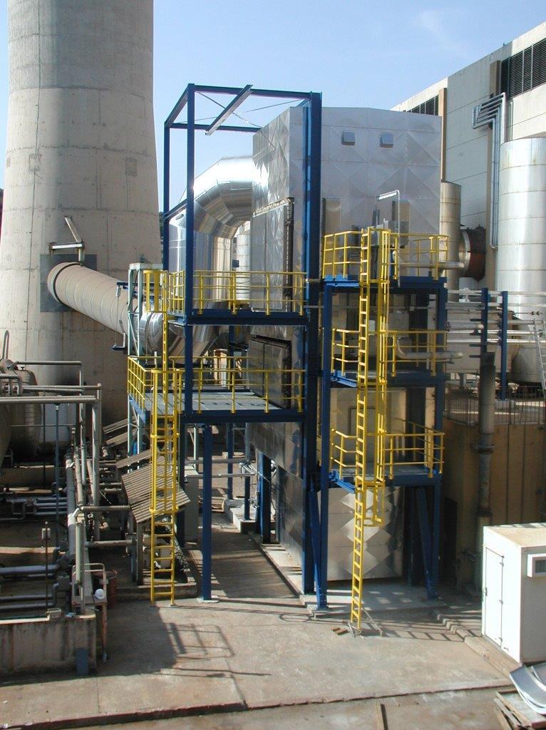 DeNOx-Anlage zur Reduzierung der Stickstoffoxide (NOx) aus den Abgasen von Schweröldieseln