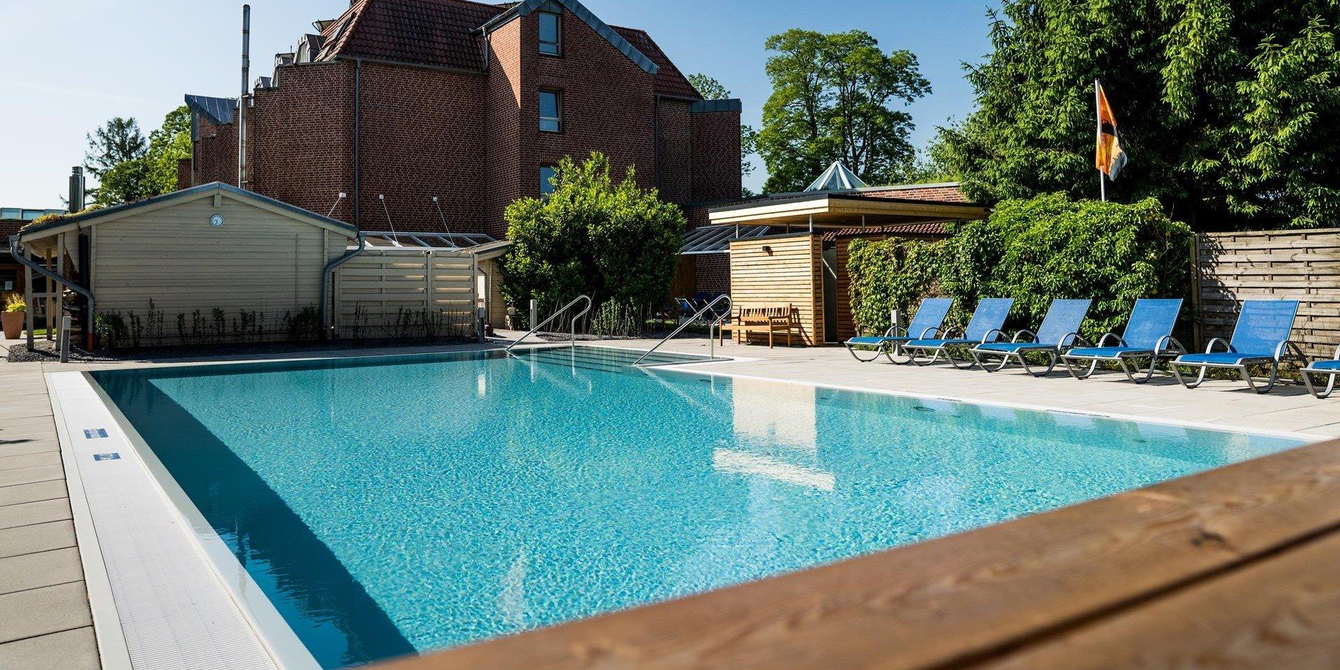 Außenpool Jammertal Resort Datteln mit Steuler Pool Linings BEKAPOOL