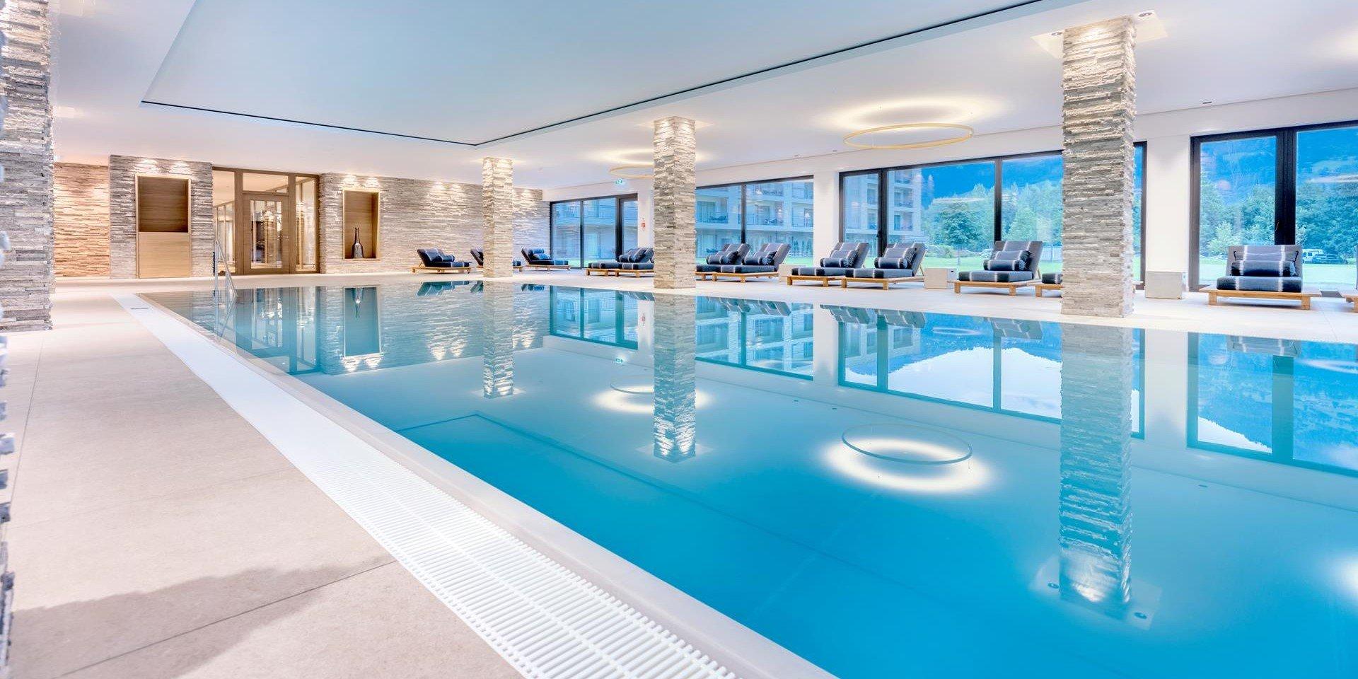 Hallenbad des Dolomitengolf Suites in Lavant Wasserfläche