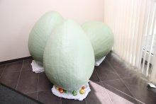 Fertige Eier im Eingangsbereich der Geschäftsführung in Höhr-Grenzhausen.