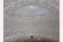 Die maßgenau hergestellten Kuppelformsteine und die fachgerechten Montagearbeiten stellten sicher, dass der sogenannte Königsstein passgenau im Scheitelpunkt gesetzt werden konnte.